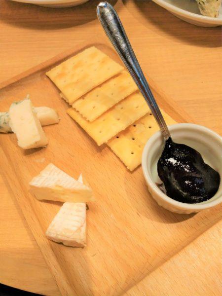 【ビア&グリル】グリオマン クラッカーとチーズ